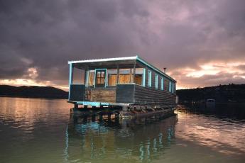 houseboat-1002428_1920